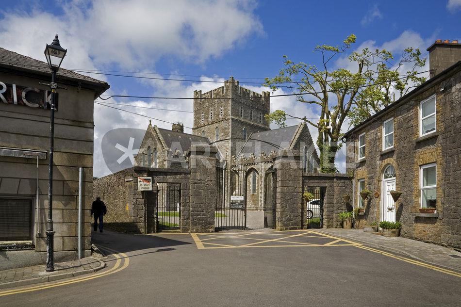 Datei:Kildare Irish Round Tower, County Kildare, Ireland