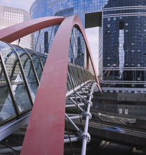 Footbridge towards an office building, La Defense, Paris, France von Panoramic Images