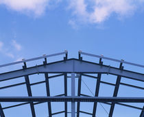 Low angle view of a steel framework for a warehouse under construction, USA von Panoramic Images