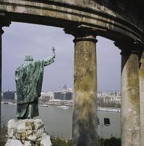 Statue near columns, Statue of Bishop Gellert, Gellert Hill, Budapest, Hungary von Panoramic Images