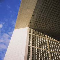 Low angle view of a monument, Grande Arche, La Defense, Paris, France von Panoramic Images
