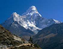 Nepal, Ama Dablam Trail, Temple in the extreme terrain of the mountains von Panoramic Images