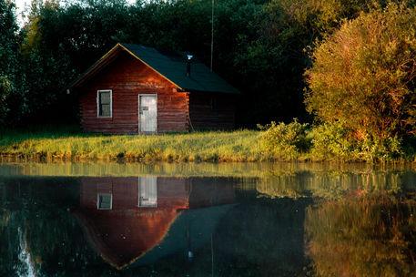 Horn-river-cabin