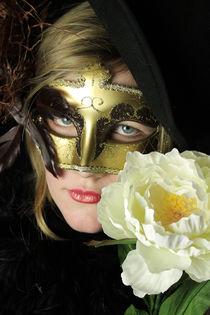 Glamorous Assistant #3 von Lorna Boyer