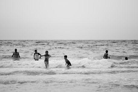 Bw-kids-beach-print