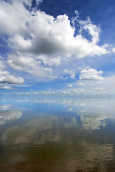 Sky-reflection-in-water