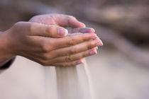 pouring sand von Darius Norvilas