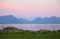Midnight sun Lofoten by Bente Haarstad