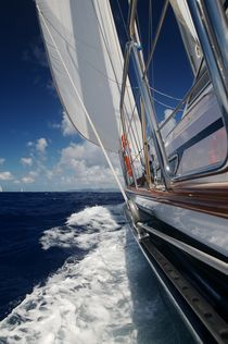 Lovely Sailing yacht by Zhdan Parfenov