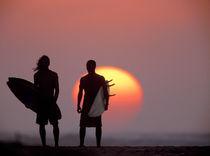 Surfer silhouettes von Sean Davey