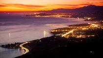 Rincon Point - evening lights. von Sean Davey