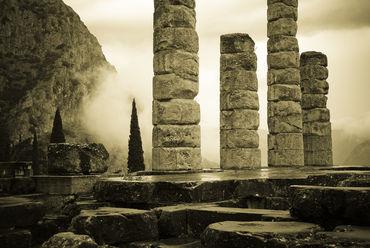 Greece-delphi-ruins