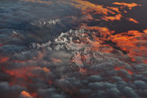 Aerial view of sunrise on the snow mountains of New Zealand von Peerakit Jirachetthakun