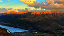 Queenstown from Mount Remarkables, New Zealand von Peerakit Jirachetthakun
