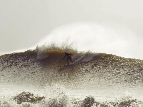 17b-winter-surfer-16x12