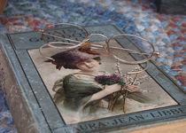 Book and Glasses von © Joe  Beasley