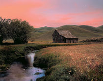 Old Barn at Sunset von Leland Howard
