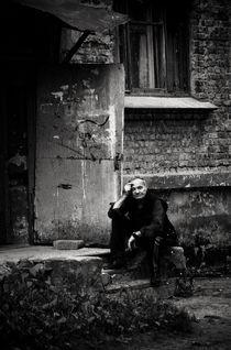 Near the house ... von Dmitriy  Zakharenkov