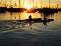 Kayaks at Sunset, Newport Harbor.  von Eye in Hand Gallery