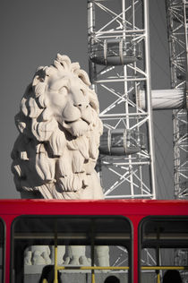 London, South Bank/County Hall Lion, London Eye and London Bus von Alan Copson