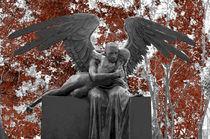 angeles abrazandose by Ricardo Anderson