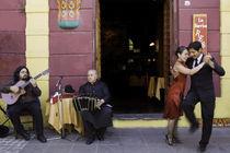 tango dance couple 4 Buenos Aires La bocaca by Leandro Bistolfi