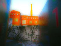 Das rote Haus an der schwarzen Mauer by Reiner Poser