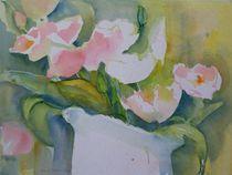 Tulpen in weisser Vase by Traudi Bräuninger