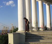 Säulen am Hafen by Raymond Zoller