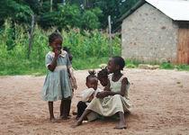 Kids in Bamburi Village, Kenya von Stefanie Härtwig