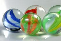 Mischkompetenz - Bunte Mischung von Glasmurmeln von lizcollet