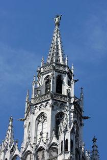 Turmspitze mit Münchner Kindl am Münchner Rathaus  by lizcollet