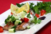Matjes an Salat mit leichtem Dressing by lizcollet