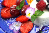 Fresh with Yoghurt and Berries von lizcollet