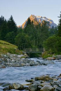 Flusslandschaft in den Bergen von Johannes Netzer