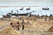 Sandgewinnung am Niger by Walter Vymyslicky
