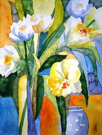 Blütenkomposition weiße Tulpen by Claudia Pinkau