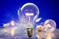 Zerplatzende Glühbirne von Christoph Hermann
