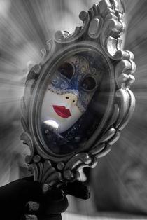 Die Maske im Spiegel by Dagmar Bittner