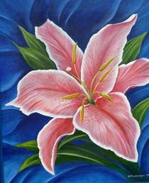 Lilie auf blauem Grund von Helga Mosbacher