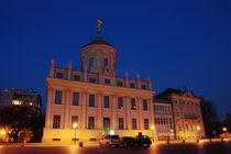 Altes Rathaus Potsdam saniert schräg, Nachts von rotschwarzdesign