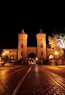 Nauener Tor frontal, Nachts beleuchtet by rotschwarzdesign