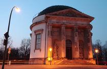 Französische Kirche Abends von rotschwarzdesign