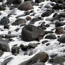 Steine am Meer von Verena Leissler