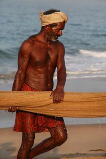 Indien - Fischer am Strand von Iris Kaschl