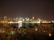 Manhatten bei Nacht by Alwin Mücher