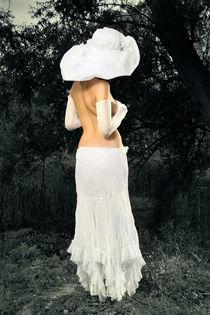 Dame mit Hut 01 von Lucia Humer