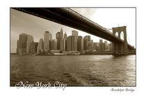 New York City Brooklyn Bridge mit Schriftzug von Doris Krüger