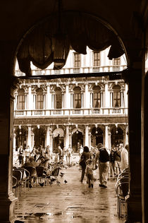 Blick auf den Markusplatz in Venedig (Sepia) von Doris Krüger