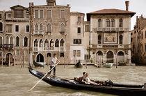 Gondel auf einem Kanal in Venedig (Sepia) von Doris Krüger